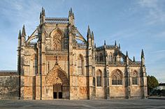 Mosteiro da Batalha – Wikipédia, - O Mosteiro de Santa Maria da Vitória (mais conhecido como Mosteiro da Batalha1 ) situa-se na Batalha, Portugal, e foi mandado edificar em 1386 por D.João I de Portugal2 como agradecimento à Virgem Maria pela vitória na Batalha de Aljubarrota.2 Este mosteiro dominicano foi construído ao longo de dois séculos até cerca de 1517, durante o reinado de sete reis de Portugal, embora desde 1388 já ali vivessem os primeiros dominicanos.