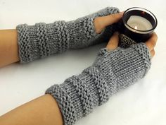 Items similar to 32 Colors Fingerless gloves - Arm warmers - Womens Fingerless - Chunky Gloves - Wrist warmers - Hand warmers Poncho Crochet, Crochet Mittens Pattern, Wool Poncho, Crochet Granny, Fingerless Gloves Knitted, Crochet Gloves, Baby Knitting Patterns, Free Knitting, Knitting Tutorials