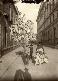 """vendedores de """"judas"""" hechos de cartón. México. D.F ..1920"""