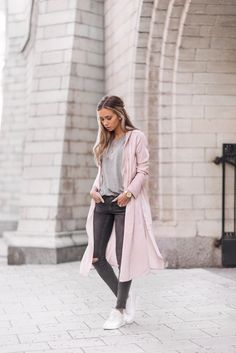 This trendy wrap coat in a gorgeous shade of blush pink is the perfect addition to any spring outfit! Lisa Olsson looks cute and feminine, pairing the coat with skinny grey jeans and a matching plain...