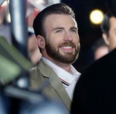 Chris Evans at the premiere of The Avengers: Age Of Ultron 👌🏻. Capitan America Chris Evans, Chris Evans Captain America, Capt America, Sebastian Stan, Banks, Chris Roberts, Christopher Evans, Back In The Game, Robert Evans