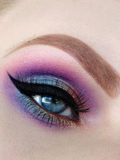 Purple and green duo-chrome #eyes #eye #makeup #eyeshadow #bright #dramatic
