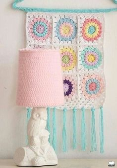 Crocheted wall hanging - picture only Crochet Simple, Crochet Diy, Crochet Amigurumi, Crochet Home, Point Granny Au Crochet, Crochet Squares Afghan, Granny Square Crochet Pattern, Crochet Wall Art, Crochet Wall Hangings