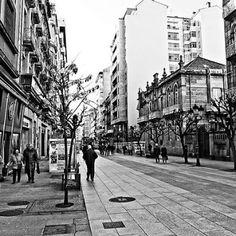 Por la #Calle del #Paseo, #Ourense - #Galicia, #España. #ciudad #CiudadTermal #city #Travel #streetphoto #urbanpict #SinFiltros #withoutfilters #blancoynegro #blackandwhite #schwarzundweiss (en Orense)