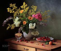 Still life with berries and flowers - null