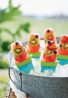 Lollitups® Freezable Forms. Looking for a healthy pick-me-up to cool you down? Set easily clips together.  www.my.tupperware.com/candy lay
