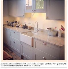 Painted light grey wood kitchen with marble worktops and wood floor Howdens Burford? Shaker Kitchen, New Kitchen, Kitchen Dining, Kitchen Decor, Kitchen Ideas, Howdens Kitchens, Grey Kitchens, Home Kitchens, Wood Floor Kitchen