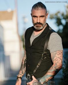 It's all about the layers! I love layering our Saddle Back Holster back to a waistcoat! Badass sophistication! Shop the look! LINK IN BIO #fashion #style #mensfashion #streetphotography #streetstyle #madeinusa #badass #tattoo #ink #beard #waistcoat...