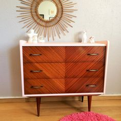 Retro and trendy look for this lovely vintage chest of drawers straight out of the 50s. Its compact design offers a very simple line: a