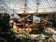 Edmonton, AB - Day 3: West Edmonton Mall | Geek & Things
