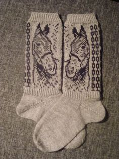 Knitting Socks, Hand Knitting, Knitting Patterns, Crochet Christmas Decorations, Knit Or Crochet, Boho Shorts, Ravelry, Gloves, Tights