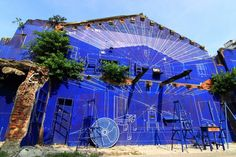 """Do you know the meaning of """"Blue Print House""""? It used to be an old house, but an architecture successfully gives it a new life by the concept of design output. Creative, right? My next plan is go to art street in Hai'an Rd, Tainan! To see it! Meaning Of Blue, Places Around The World, Around The Worlds, Taipei, See It, New Life, Street Art, Fair Grounds, Concept"""