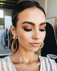 Feb 2020 - Heute für Petal & Pup babe Deni McDermott Augen Make-up mit min. Today for Petal & Pup babe Deni McDermott eye make-up with minimalist palette Lisa Glam Makeup, Makeup Inspo, Makeup Inspiration, Matte Makeup, Makeup Ideas, Eyeshadow Makeup, Tan Skin Makeup, Luminous Makeup, Neutral Eye Makeup