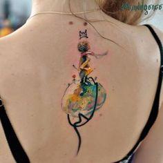 El Principito en su propio mundo. | 16 Tatuajes de espalda que te enamorarán