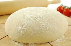 I love making homemade pizzas. However, in order to have a great pizza, then the dough has to be just as good. Here is my recipe for homemade pizza dough. Portuguese Recipes, Russian Recipes, How To Make Pizza, Food To Make, Beste Bolognese, Comida Pizza, Calzone, Pizza Dough, Vegetarian Recipes