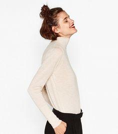Zara Turtleneck Sweater How To Wear Turtleneck, Sweater Outfits, Cute Outfits, Fashion Bible, Classy Aesthetic, Tomboy Fashion, International Fashion, Women Life, Who What Wear