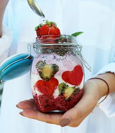 Sommerliche Superfood-Rezepte Summer Special, Mason Jars, Mugs, Tableware, Superfood Recipes, Dinnerware, Cups, Dishes, Mason Jar