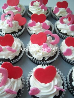 - Valentine's cupcakes, fondant topper and buttercream frosting.