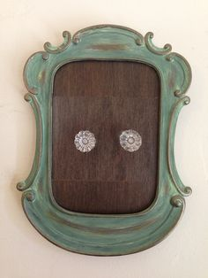 My project!!! Cute frame, free sample wood flooring, and two ornate knobs = cute key holder!!! Tile Projects, Diy Projects To Try, Project Ideas, Sweet Sayings, Sweet Quotes, Wood Sample, Cute Frames, Wood Flooring, Creative Crafts