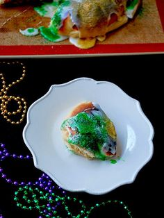 Eva Bakes - Mardi Gras king cake