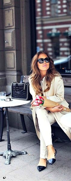 Street style from Paris - Pointy flats and a long trench coat make this style super stylish.
