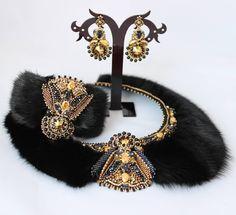 """Комплект """"Княжна"""" с мехом норки и компонентами #swarovski . С удовольствием сделаю повтор. Стоимость данного комплекта 25500р. Цвет Graphite и Metallic sunshine идеальный дуэт для черных украшений ) #mytrendybeads #beadedjewelry #jewelrydesigner #necklace #jewerly"""