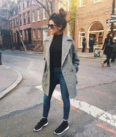 VISIT FOR MORE Street Style // Neutral street style inspiration. The post Street Style // Neutral street style inspiration. appeared first on Outfits. Mode Outfits, Outfits For Teens, Casual Outfits, College Outfits, Dress Casual, Holiday Outfits Women, Skirt Outfits, Outfits 2016, Outfits For Rain