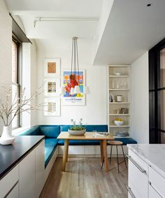 Designer Anna Beeber and architect Drew Lang team up to transform a raw loft space into an inspired modern home Banquette Seating In Kitchen, Kitchen Benches, Dining Nook, Kitchen Booths, Kitchen Nook, Kitchen Decor, Smart Kitchen, Eat In Kitchen, Kitchen Ideas