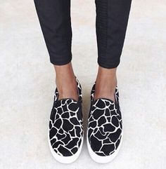 Slip on sneakers outfit – Lady Dress Designs Women's Shoes, Me Too Shoes, Shoe Boots, Shoes Style, Flat Shoes, Senso Shoes, Casual Shoes, Top Shoes, Dance Shoes