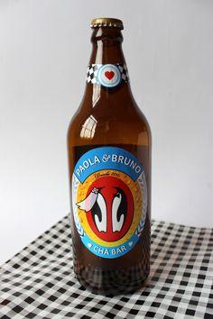 16 rótulos de cerveja brincando com o logo da cerveja Antarctica. Personalizado com o nome dos noivos e o ano do namoro.