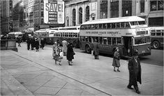 Vintage Photos: MTA Double-Decker Buses in NYC from to In the early to century, double decker buses were a common sight around Manhattan but were eventually taken off the roads. Find out why. Old Photos, Vintage Photos, Vintage Cars, Vintage Photography, Street Photography, Metropolitan Transportation Authority, Staten Island Ferry, Riverside Drive, New York Life
