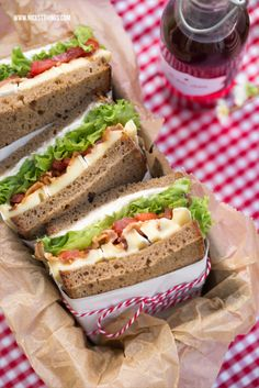 Picnic recipes: cheese sandwiches and chickpea salad- Picknick Rezepte: Käse Sandwiches und Kichererbsen Salat Picnic recipe sandwiches with cheese, bacon, lettuce, tomatoes - Sandwich Recipes, Salad Recipes, Lettuce Recipes, Deli Sandwiches, Salad Sandwich, Bacon Sandwich, Brunch Recipes, Snack Recipes, Picnic Recipes