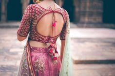 Blouse back neck designs are everything when it comes to picking a good blouse. Here are 40 latest blouse back neck designs that will inspire you to stitch the best blouse for your big day! Sari Design, Choli Blouse Design, Saree Blouse Neck Designs, Fancy Blouse Designs, Bridal Blouse Designs, Choli Back Design, Full Sleeves Blouse Designs, Indian Blouse Designs, Blouse Neck Patterns