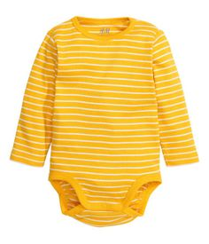 H&M CONSCIOUS. Long-sleeved bodysuit in ribbed jersey made from organic cotton with snap fasteners on one shoulder and at gusset.