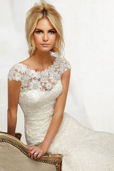 Seriously?! Can I get a wedding day do over in this amazing dress?!? A girl can dream, right??