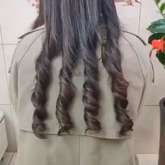 the best Hair curler 💁‍♀💁‍♀It will allow you to create beautiful and silky curls without damaging your hair. Curly Hair Diffuser, Dry Curly Hair, Curled Hairstyles, Pretty Hairstyles, Hairstyle For Silky Hair, Best Hair Curler, Magic Hair, Natural Hair Styles, Long Hair Styles