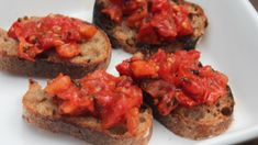 Broiled Tomato Crostini - so easy and so delish! Kidney Recipes, Diabetic Recipes, Tomatoes On Toast, Roasted Tomatoes, Yummy Appetizers, Food Print, Delish, Chicken Recipes, Food And Drink