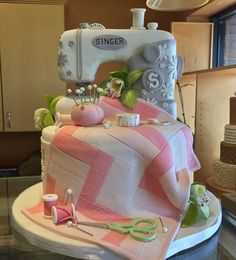 How to make a sewing machine cake