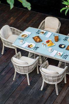 Setul din gama Villa vă amenajează un spațiu de relaxare în aer liber.  #mobexpert #reduceri #terasasigradina #earlybird Dining Chairs, Villa, Furniture, Design, Home Decor, Decoration Home, Room Decor, Dining Chair