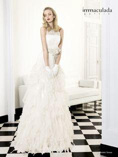 Brautkleid mit Spitze im Vintage-Look - Jetzt nachsehen bei weddix.de!