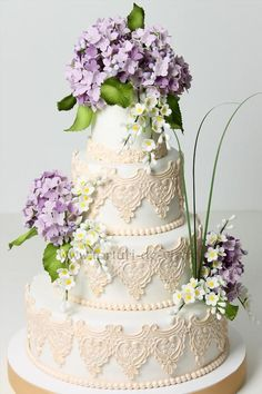 Tartas de boda - Wedding Cake - Lace and Hydrangea Wedding Cake Beautiful Wedding Cakes, Gorgeous Cakes, Pretty Cakes, Amazing Cakes, Blue Hydrangea Wedding, Hydrangea Flower, Wedding Cakes With Cupcakes, Lace Weddings, Wedding Lace