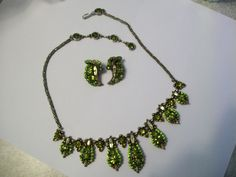 Hollycraft Copr. 1955 Olivine Rhinestone Necklace Clip on Earrings Demi Parure