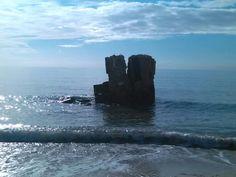 Torre spagnola in mezzo al mare del Poetto