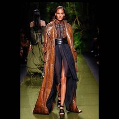 @olivier_rousteing presented the #BalmainArmy show last thursday. It was full of long skirts and dresses paired with sexy cuts #CindyBruna