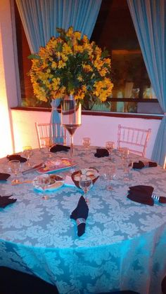 Utilizar essa toalha nas mesas destinadas as famílias dos noivos, na cor bege/areia