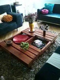 A simplicidade de uma palete de madeira na sala de estar