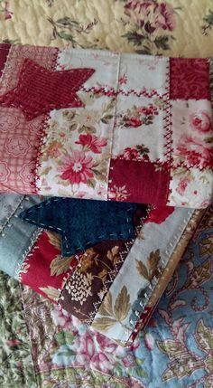 He ido preparando a lo largo de estos meses unas fundas para las libretas que solemos llevar en el bolso.  Algunas con telas de la...