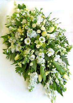 Latest Pic Beautiful Rustic Green And White Flower Arrangements - Decomagz Thoughts Among the absolute most beautiful and elegant types of plants, we carefully selected the matching pe Arrangements Funéraires, Funeral Floral Arrangements, White Flower Arrangements, Home Flowers, Church Flowers, Flowers Garden, Small Flowers, Dad Funeral Flowers, Casket Flowers