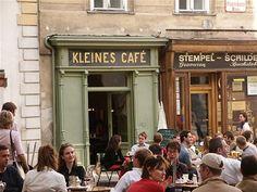 Nejmenší vídeňská kavárna je na Františkánském náměstí (Franciskanerplatz)