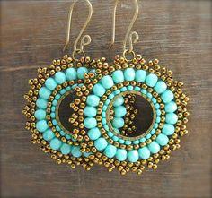 Another brick stitch around a circle ~ Seed Bead Tutorials Seed Bead Jewelry, Bead Jewellery, Seed Bead Earrings, Wire Jewelry, Beaded Earrings, Boho Jewelry, Beaded Jewelry, Handmade Jewelry, Jewelry Design